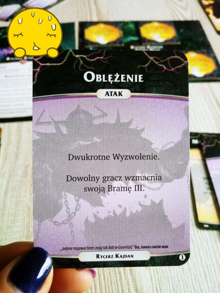 Oblężenie - karta Rycerza Kajdan, nemezis z dodatku Otchłań do gry Aeon's End